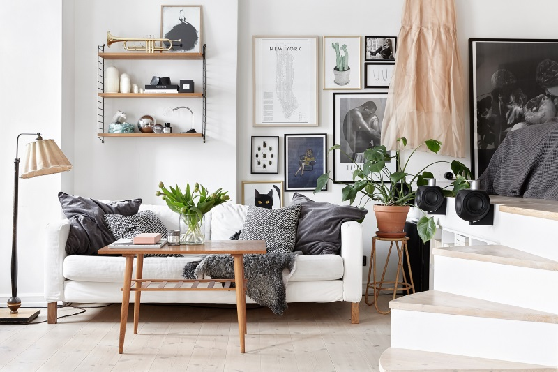 Gallery wall - studio apartment decor