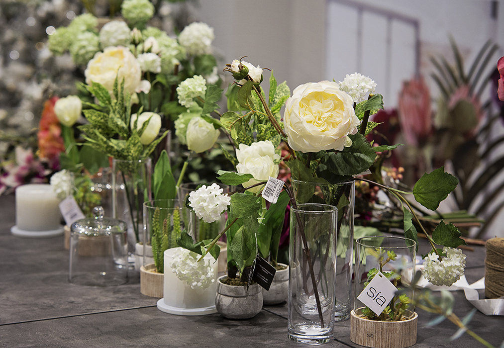 Afronomadic stylish sia artificial flowers now in dubai sia flowers at iddesign stores mightylinksfo Image collections